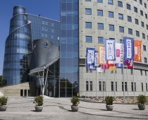 Maszty Flagowe TVP Warszawa.jpg