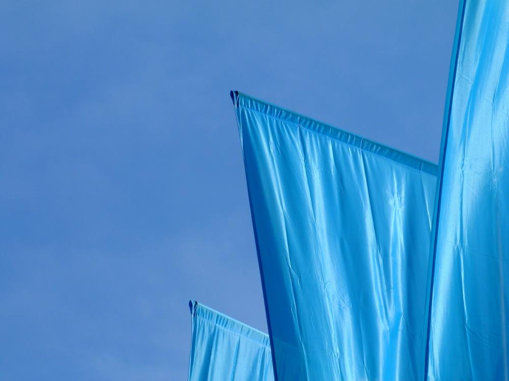 Różne rodzaje flag reklamowych - Agra