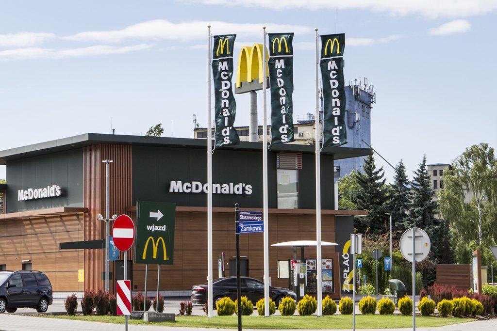 Maszty flagowe McDonalds – Pabianice, Polska