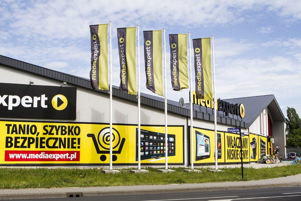 Maszty flagowe Media Expert – Pabianice, Polska