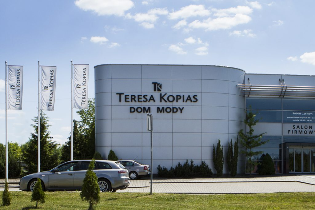 Maszty flagowe Dom mody Teresa Kopias – Łask, Polska