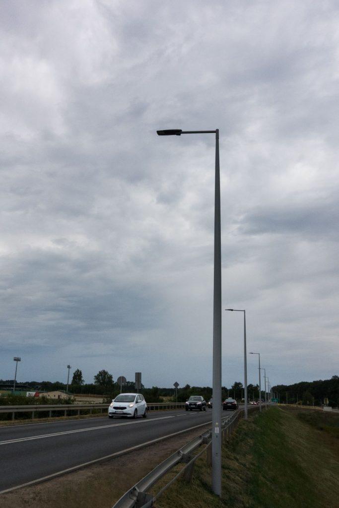 Słupy kompozytowe, budowa oświetlenia drogowego - Uniejów, Polsk