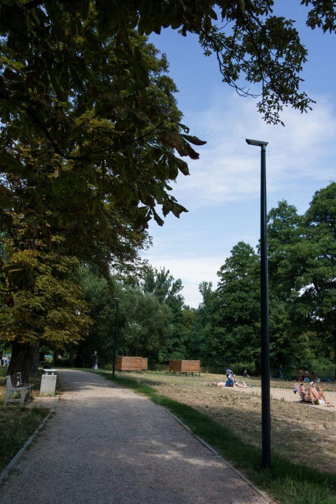 Słupy oświetleniowe parkowe, Stawy Stefańskiego - Łódź, Polska