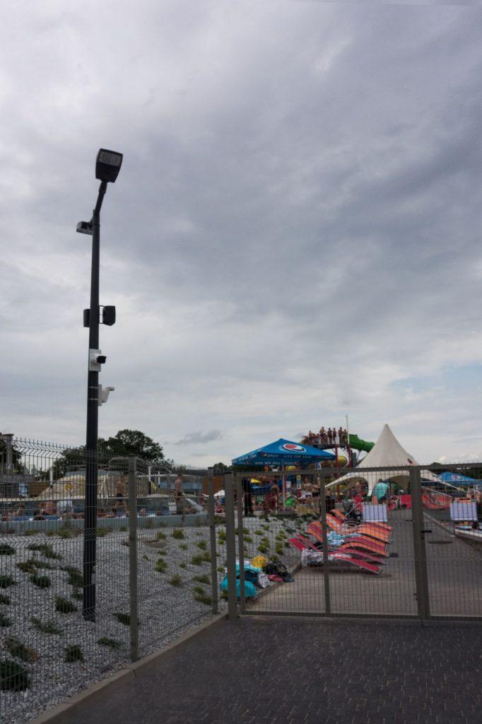 Słupy oświetleniowe parkowe, plaża Termy – Uniejów, Polska